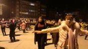 杨丽大众集体广场舞(陪你一起看草原)