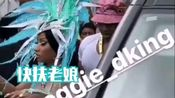 【Nicki Minaj】孔雀鸡来了!孔雀鸡下车 pretty in real life,hit my pics with the zoom.