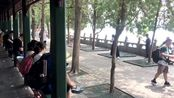 实拍!北京颐和园百里长廊,或小憩片刻,或远观眺望