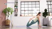 瑜伽女神平衡骨盆底和下半身肌肉的瑜伽