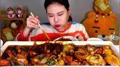 韩国弗兰西斯卡小姐姐吃红烧麻鸡搭配大宽粉,想吃!