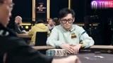 德州扑克:中国玩家许亮手中拿着79杂色,心中当着AA来打。