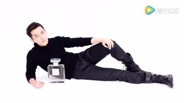 胡歌香奈儿广告合集,还是最喜欢他跟周公子那版,最撩我