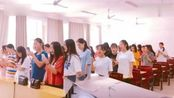 全班同学大合唱《我的将军啊》 弹钢琴小哥哥开口惊艳!