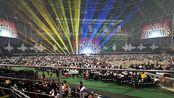 陪着老婆疯狂追星,进入演唱会现场。演唱会每场2万人的演唱会总共3场。去年一场十万人。