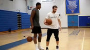 虽然他没打NBA,但是有很多NBA的球星都是向他请教技术的