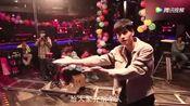 《小美好》番外:江辰么么哒的公主抱,单膝跪地求婚陈小希,甜齁了