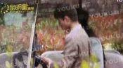 刘亦菲来丽江被卓伟盯上 身边有神秘异性男子