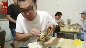 徐州62岁老奶奶快餐20年,7块钱买把子肉配米饭,顾客跟着吃8年