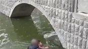 尴尬 小伙失恋酒后跳河结果水不及胸