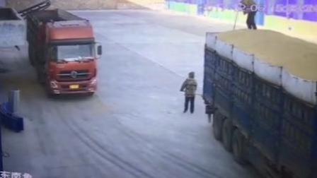 焦急! 大货车撞倒工人 被拍打扔碾压