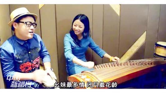 录音棚里,男女对唱一首《幺妹多情》!这恩爱秀的,我喜欢!