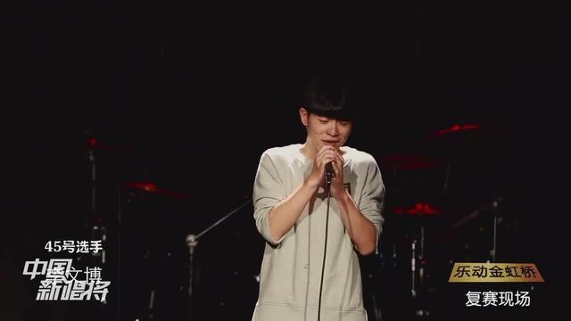 男生现场演唱《长镜头》很帅气很好听