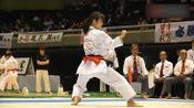 一起看看世界空手道形冠军中村绫乃的表演,这样的招式令人惊叹!