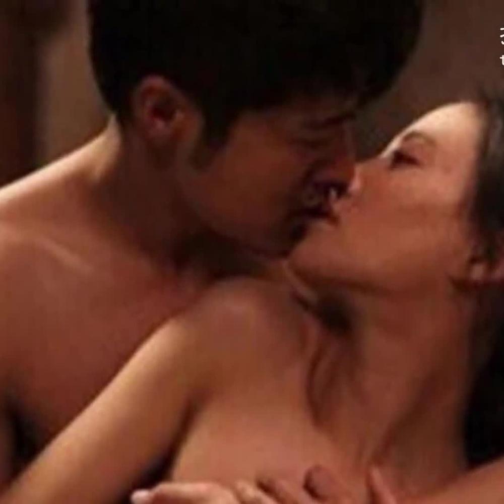 拍激情戏惨遭男主角肆意摸胸吃豆腐的女星竟然有她?