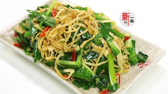 韭菜炒豆腐皮用点小技巧,不但韭菜不出水,豆腐皮还特别能入味