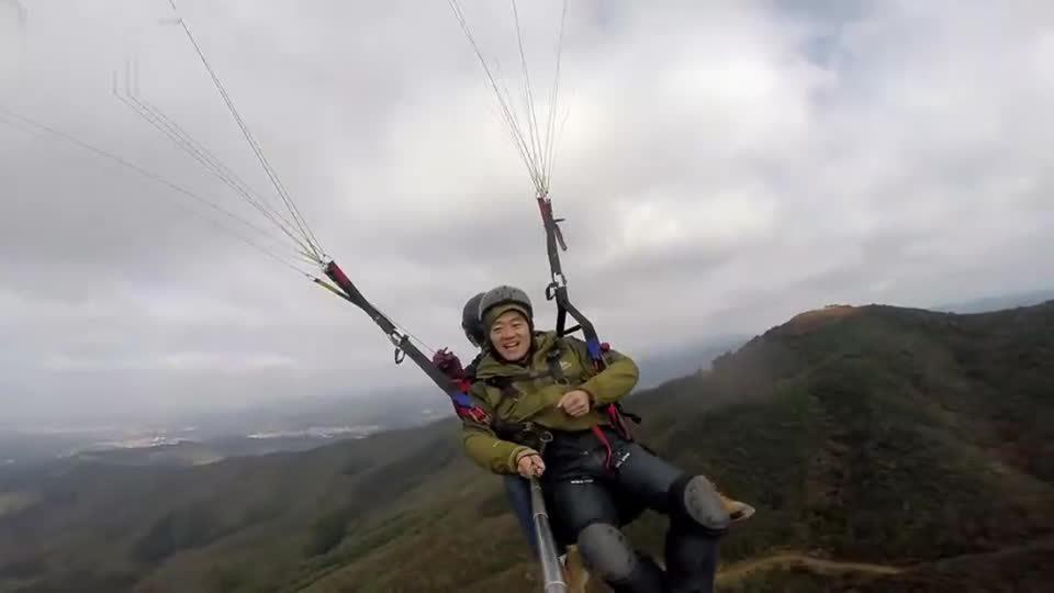 铁马智峰山滑翔伞体验飞行