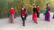 北京紫竹院《草原情20191026》广场舞 小红成拍照焦点