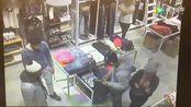 国外几名小伙假装买衣服,监控视频拍下这一幕