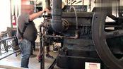 启动老古董发电机, 这体积可真够庞大的