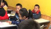 初二学生唱《你还要我怎样》,双胞胎都惊呆了!薛之谦