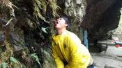 广西一偏僻小山城,竟藏如此罗曼蒂克的奇石,还有饮露止渴的小伙