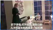 伊万卡·特朗普回家后第一时间和自己孩子尬舞