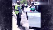 美国演员特雷西·摩根刚买的布加迪出门就被CR-V撞了
