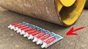 老外实验开压路机碾牙膏,看结果才知道为啥修路的时候都用它!