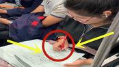 百因必有果!老师国庆节后第一天上班,地铁上加班加点pi作业
