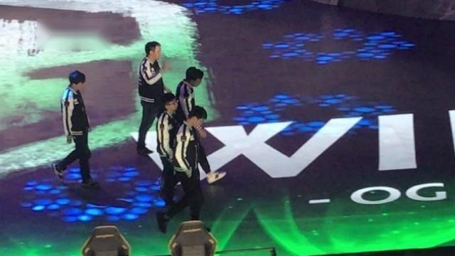 高清现场:IG跌入败者组,B神和他的兄弟们低头落寞离开舞台