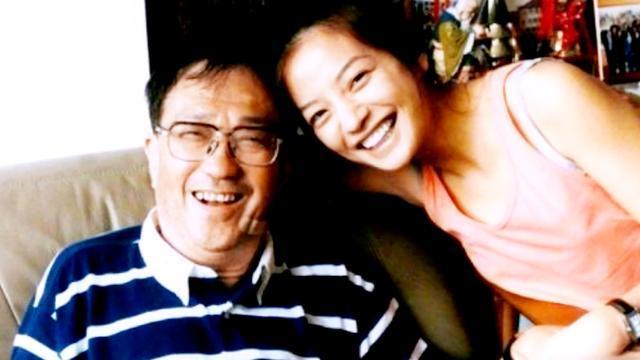 赵薇晒与恩师旧照 纪念恩师去世9周年