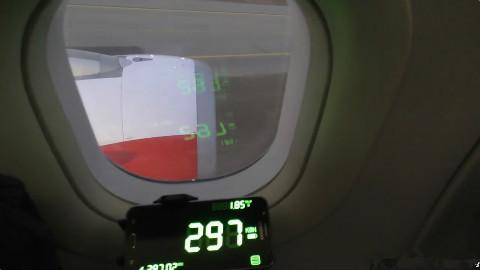 看看飞机起飞测速,惊奇的发现,它不如高铁快