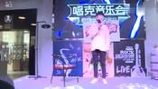 """崔俊杰竟""""拐跑""""武艺粉丝,妖娆上演《舞娘》现场尬舞"""