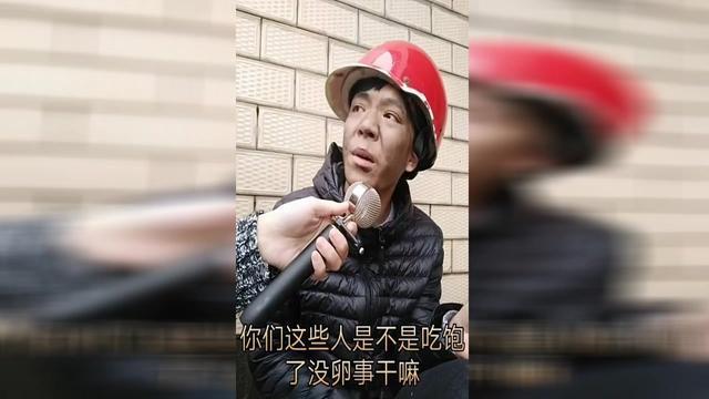 街头采访,重庆版普通话要逼疯记者了,太搞笑了