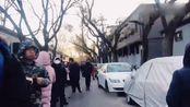 北京:雍和宫腊八节舍粥 数千人冒严寒赶早排队
