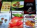 金正日向张哲九平壤商业大学赠送料理书