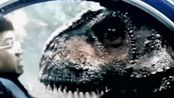 《侏罗纪世界2》食肉牛龙大战三角龙,看来它还是怂了点