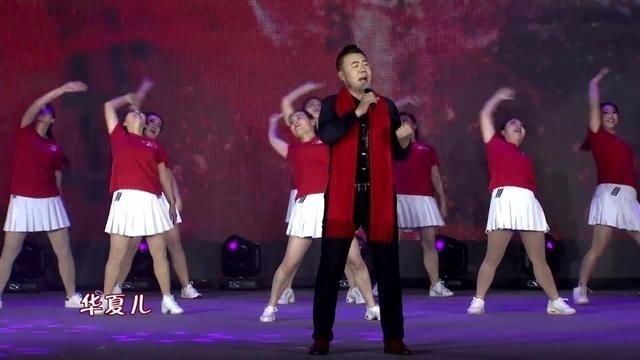 整场晚会最振奋人心的歌曲《出彩中国人》