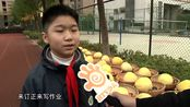 萝卜 玉米 大白菜 有学校给学生发了一份沉甸甸的奖品