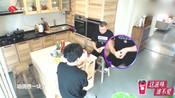 """无限歌谣季:薛之谦、岳云鹏自制黑暗料理""""面包卷香蕉"""""""