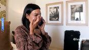 与卡戴珊同行,金卡戴珊旅途中回忆起巴黎抢劫事件,给友人打电话痛哭