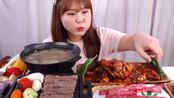 韩国吃播中文字幕G-ni小姐姐吃韩牛和萝卜牛肉汤辣炒章鱼饭~
