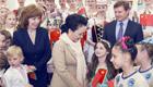 彭丽媛参观白俄罗斯国家儿童和青少年艺术创作中心