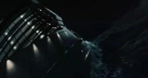 2012世界末日,豪华游轮被上百米高的超级巨浪吞噬