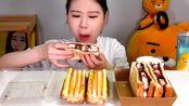 韩国弗兰西斯卡吃播火腿芝士三明治和棉花糖馅三明治!
