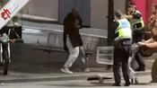 """已1死2伤!现场:墨尔本男子疑烧车对着警察""""乱砍"""" 被击中后逮捕-新京报动新闻国际-新京报动新闻"""