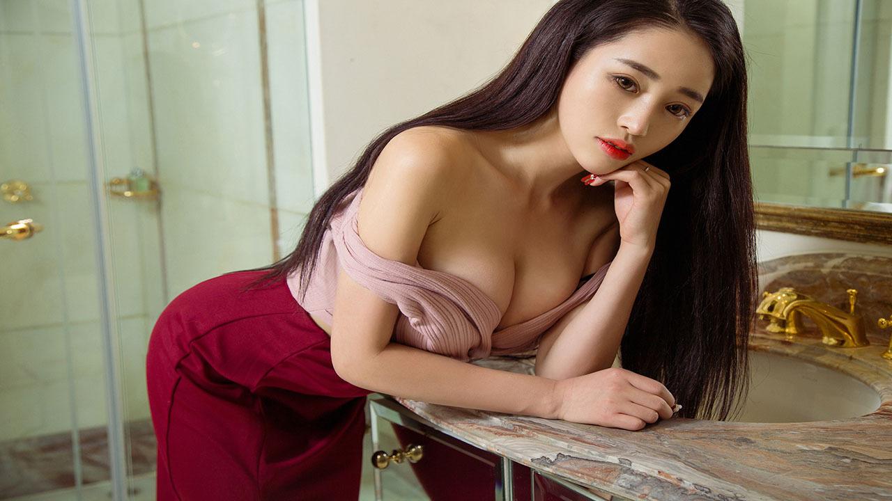 古典美人月儿 肚兜与深V裙造就双重诱惑