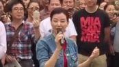 宋祖英也在街头献唱,回家乡让父老乡亲听个够